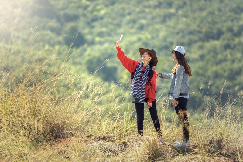 Jonge vrouwelijke toerist twee stock fotografie
