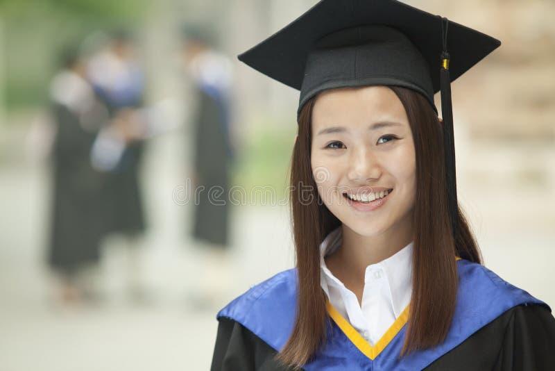 Jonge Vrouwelijke Universitaire Gediplomeerde, Portret, Close-up stock foto's