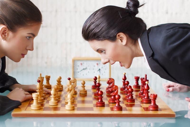 De spelers van het schaak stock foto