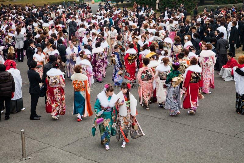 Jonge Vrouwen in kimono bij de Komst van de Dag van de Leeftijd royalty-vrije stock foto's