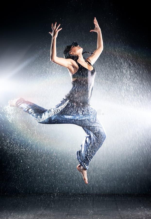 Jonge vrouwen moderne dans royalty-vrije stock afbeelding