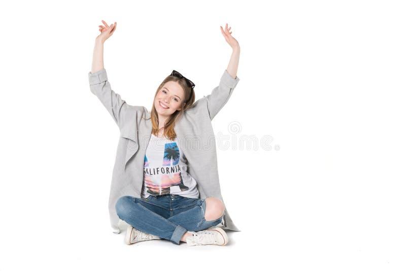 Jonge vrouwen in toevallige manierkleren stock foto's