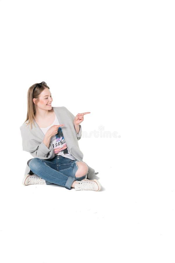 jonge vrouwen in vrijetijdskleding stock fotografie