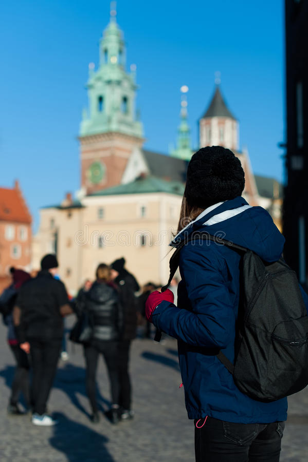 Jonge vrouwentoerist in de stad van Kracow stock foto's