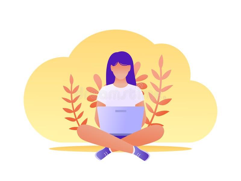 Jonge vrouwenzitting op de vloer met laptop Freelance, werkend van huis, afstandsonderwijs, online winkelend, surfen stock afbeeldingen