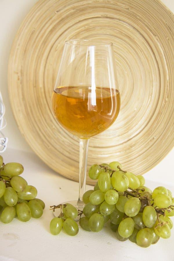 Jonge wijnverticaal royalty-vrije stock foto