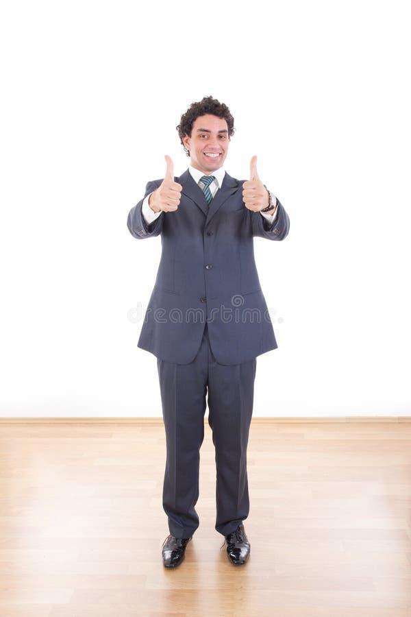 Jonge zakenman die duimen met beide handen tonen stock foto's