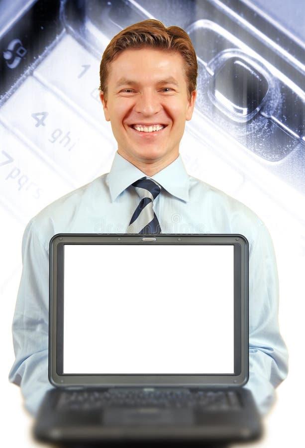 Jonge zakenman die laptop voorstelt stock foto's