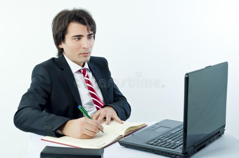 Jonge zakenman die nota's neemt stock foto's