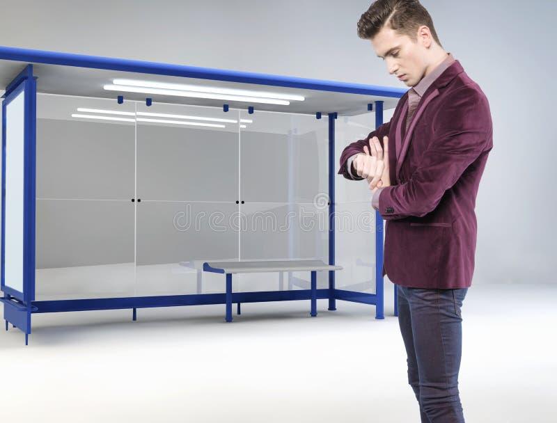 Jonge zakenman die op zijn bus wachten royalty-vrije illustratie
