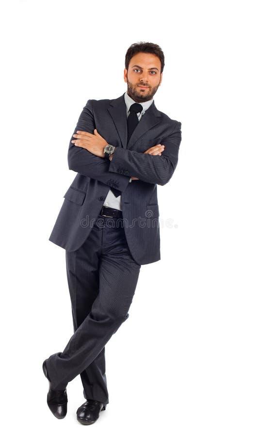 Jonge zakenman met gekruiste wapens stock foto