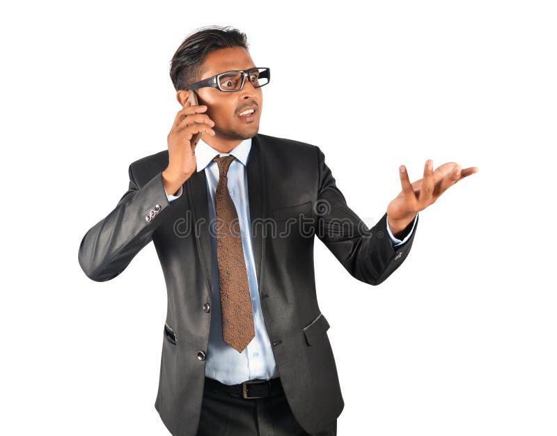 Jonge zakenman in zwarte kostuum boze uitdrukking stock foto