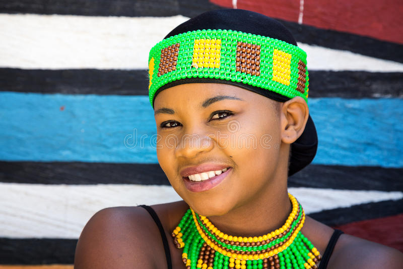 Jonge zulu vrouw stock foto's