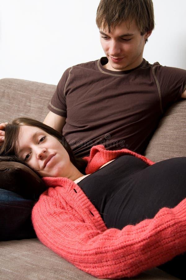 Jonge zwangere vrouw stock foto's