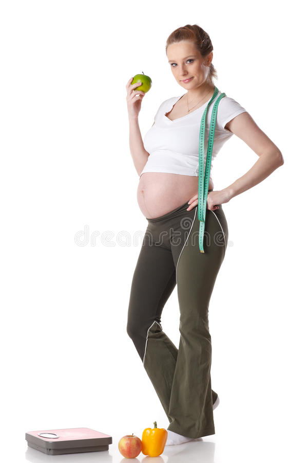 Jonge zwangere vrouw met schalen. stock afbeelding