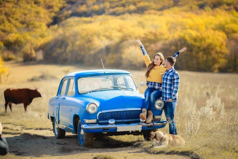 Jongelui koppelt reis aan de Siberische Schil royalty-vrije stock foto