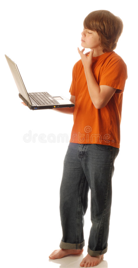 Jongen bij computer het denken stock foto