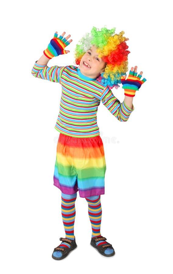 Jongen in de handen van de clownkleding die omhoog op wit wordt geïsoleerdg royalty-vrije stock afbeeldingen