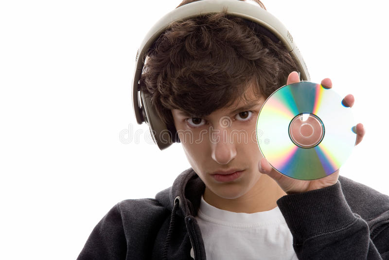 Jongen die aan muziek luistert die CD toont royalty-vrije stock afbeelding