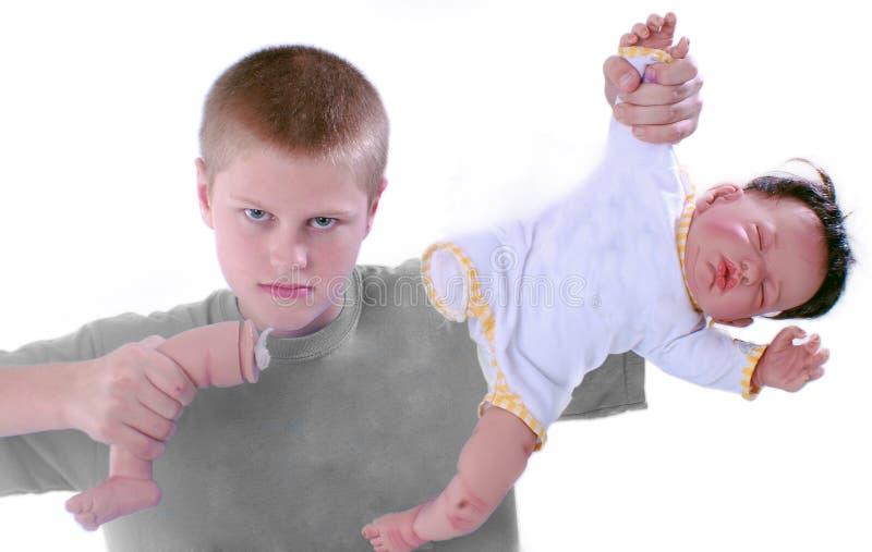Jongen die been trekt van baby - pop stock afbeelding
