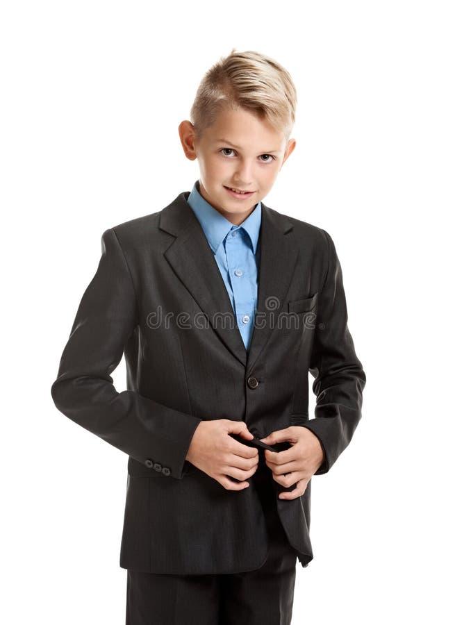 Jongen die jasje dichtknopen royalty-vrije stock foto