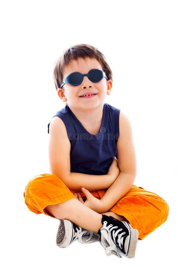 Jongen die zonnebril dragen royalty-vrije stock fotografie