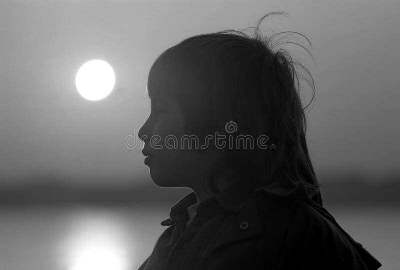 Jongen door een Rivier stock afbeelding