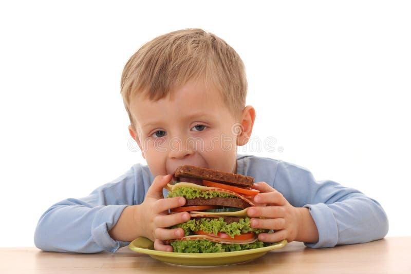 Jongen en grote sandwich royalty-vrije stock foto's