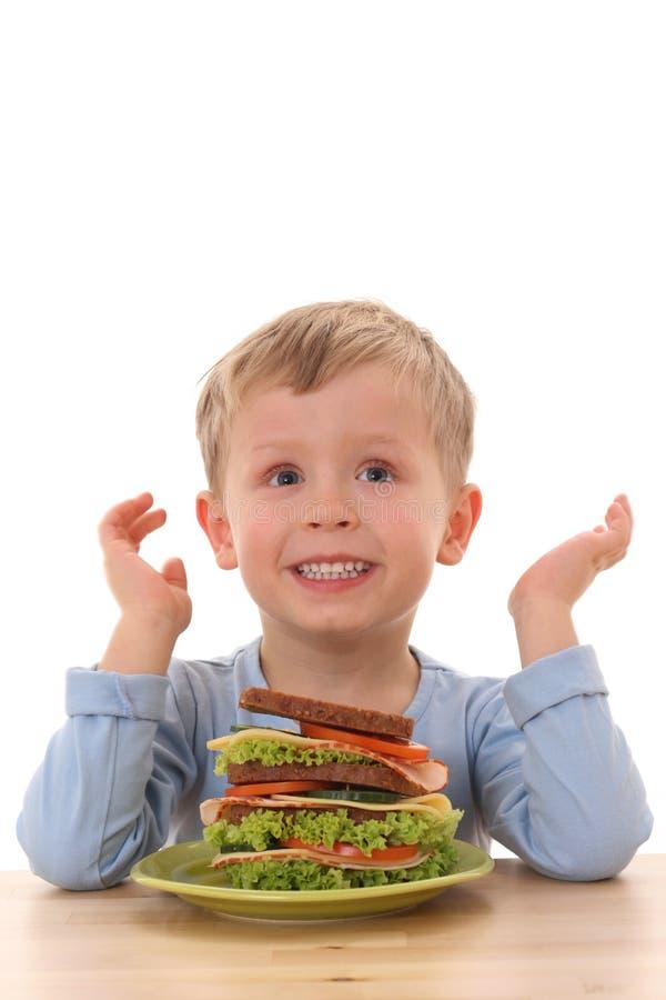 Jongen en grote sandwich royalty-vrije stock afbeelding
