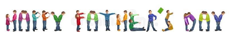 Jongen en meisje die woorden maken GELUKKIGE VADERDAG royalty-vrije stock afbeeldingen
