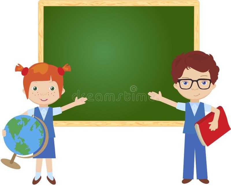 Jongen en meisje die zich dichtbij het bord in een klaslokaal bevinden royalty-vrije illustratie