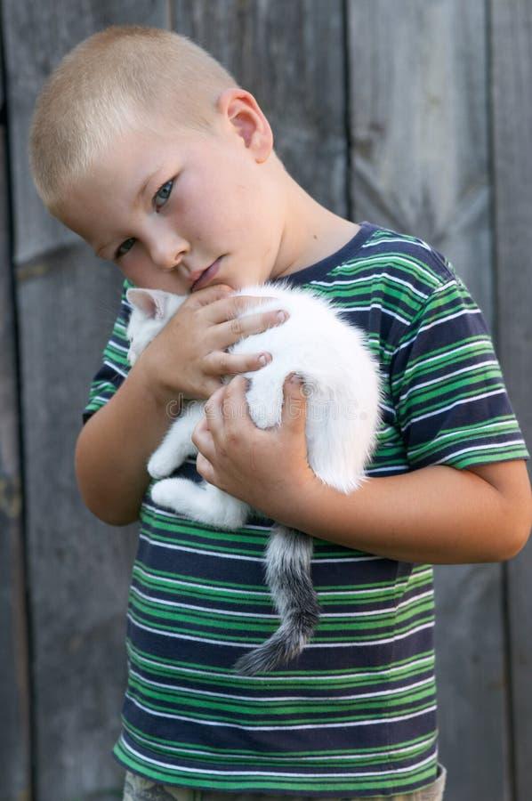 Jongen en zijn huisdier royalty-vrije stock fotografie
