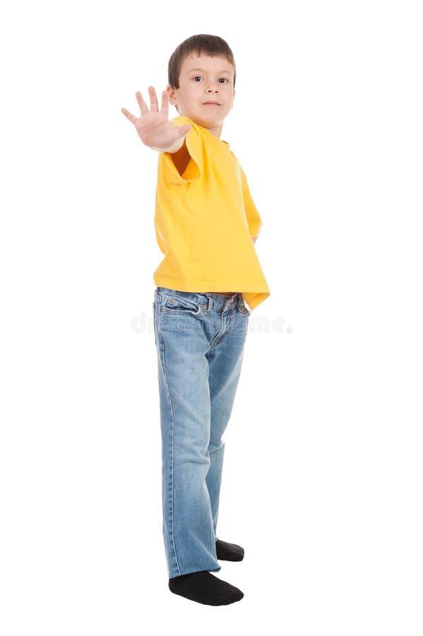 Jongen in geel bereik uit stock afbeeldingen