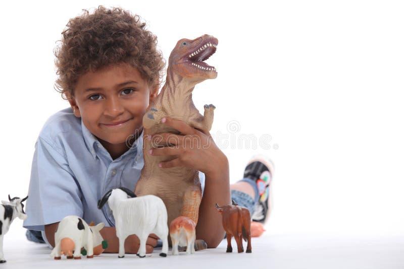 Jongen het spelen met speelgoed royalty-vrije stock foto