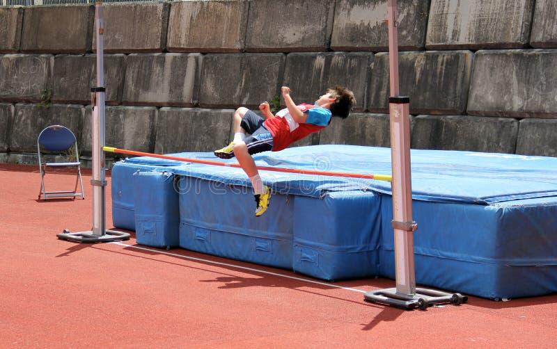 Jongen in hoogspringen. royalty-vrije stock foto