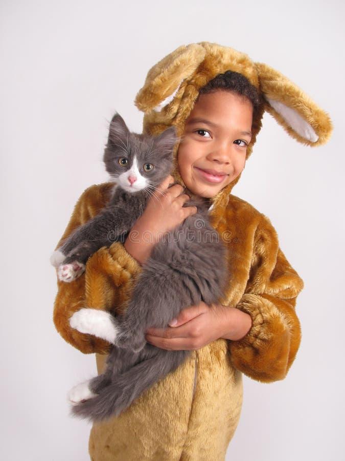 Jongen in kostuumkostuum stock foto