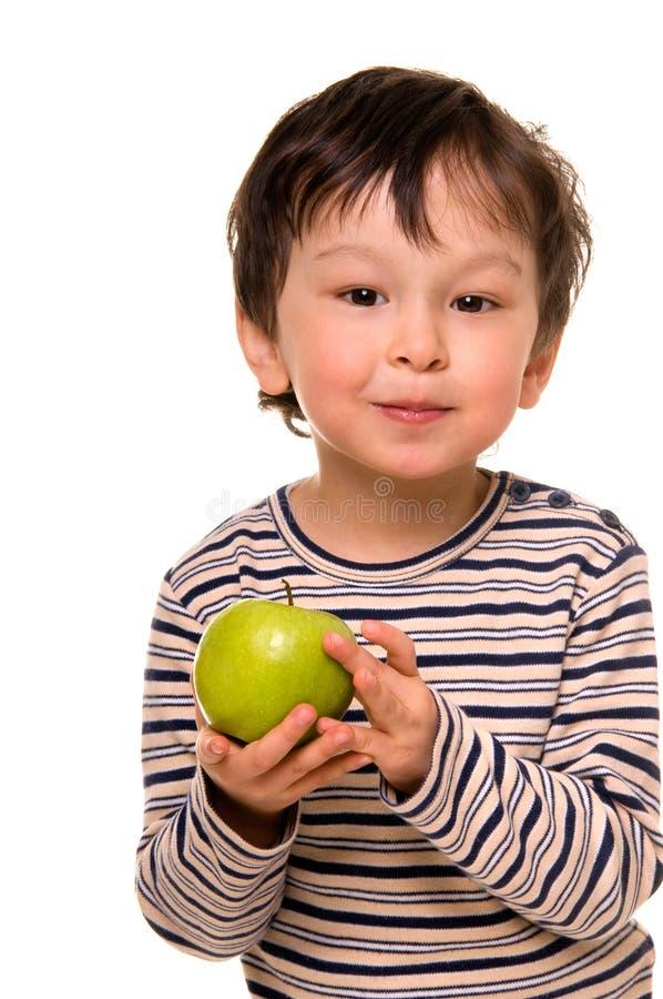 Jongen met appel. stock foto