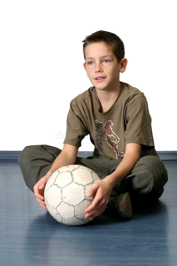 Jongen met Bal 2 van het Voetbal stock foto
