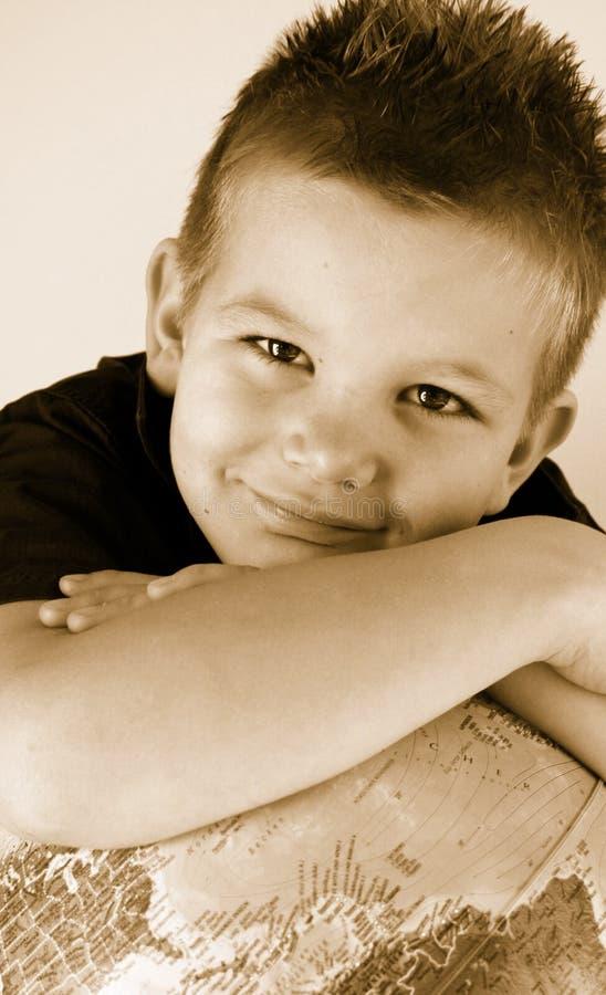 Jongen met bol royalty-vrije stock foto's