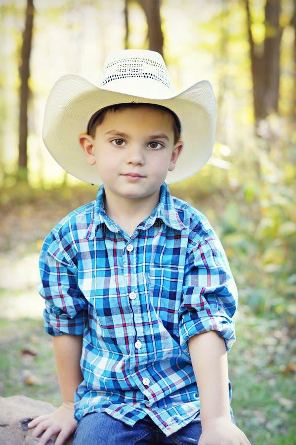 Jongen met cowboyhoed stock afbeelding