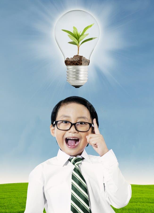 Download Jongen met ecologieconcept stock afbeelding. Afbeelding bestaande uit jongen - 39114411