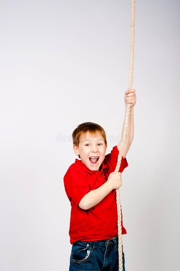 Jongen met een kabel stock fotografie