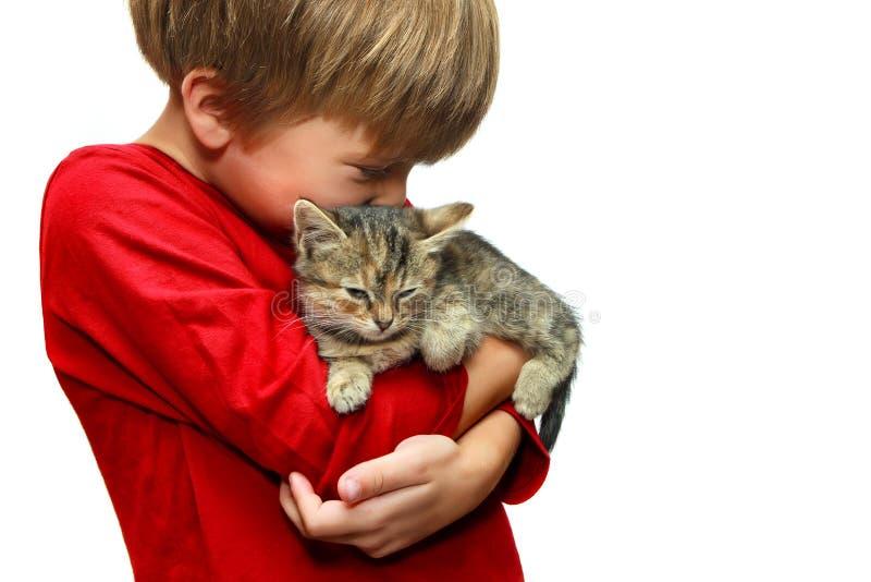 Jongen met een katje royalty-vrije stock foto