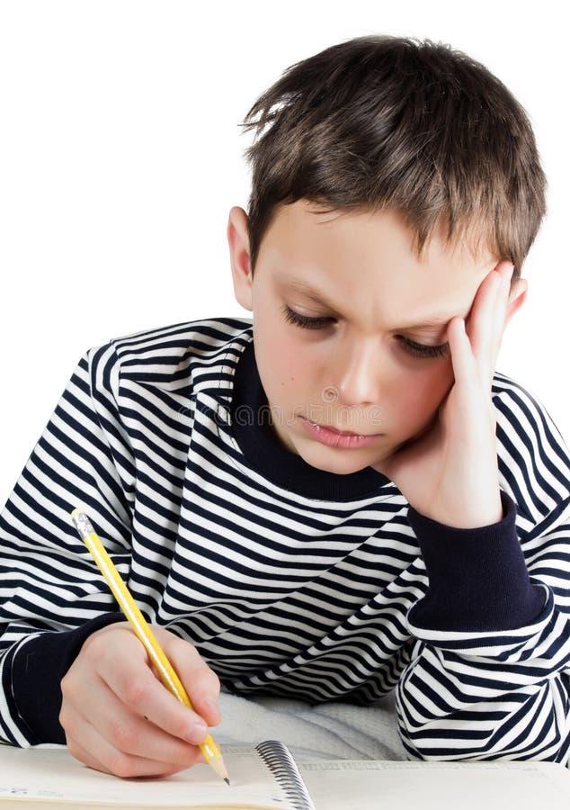 Jongen met een notitieboekje en een pen stock afbeelding