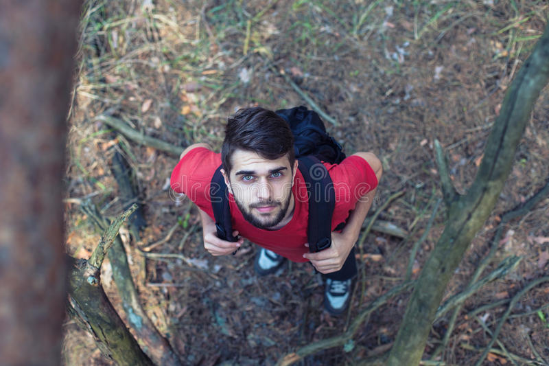 Download Jongen met een rugzak stock foto. Afbeelding bestaande uit persoon - 54082312