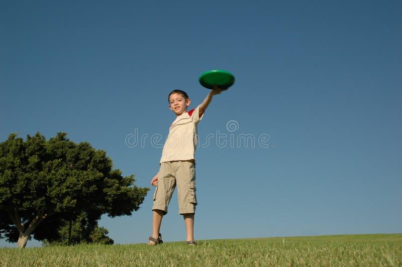 Jongen met frisbee royalty-vrije stock afbeelding