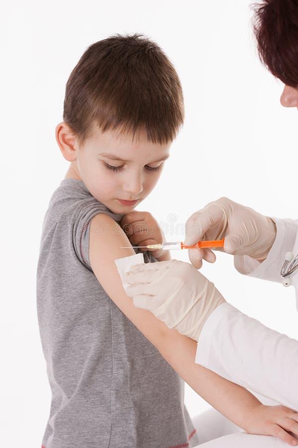 Jongen met injectie stock foto's