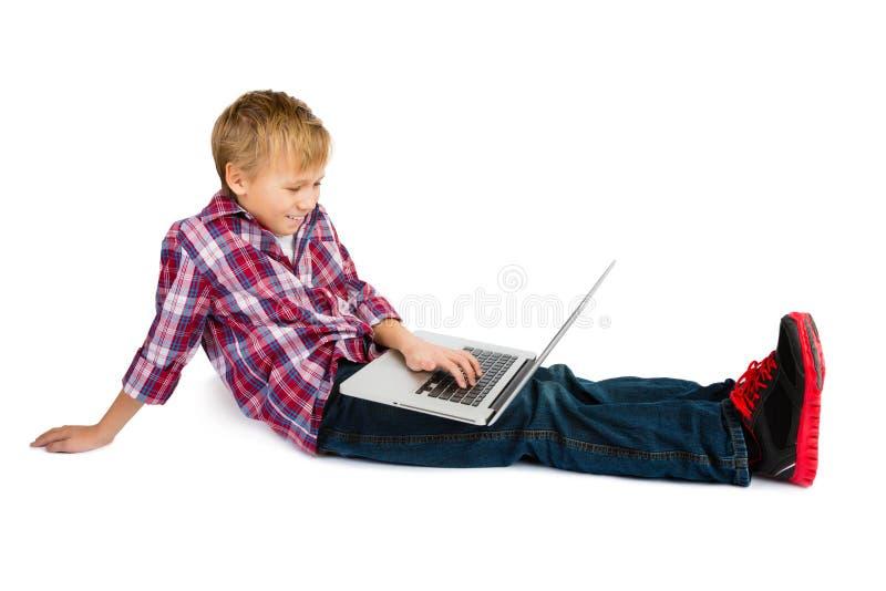 Jongen met Laptop Computer stock afbeelding