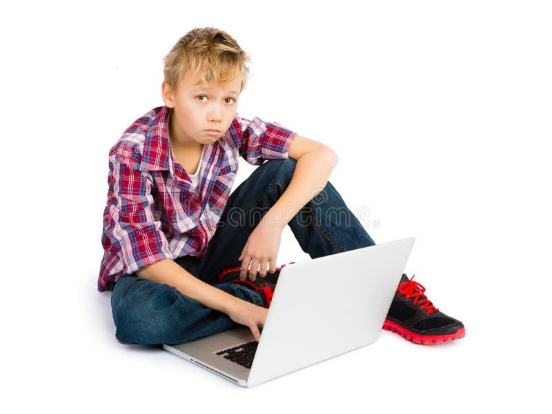 Jongen met Laptop Computer royalty-vrije stock afbeelding