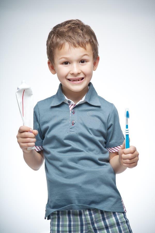 Jongen met tandenborstel royalty-vrije stock afbeeldingen